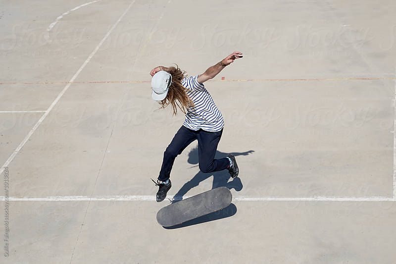 Man jumping on skateboard by Guille Faingold for Stocksy United