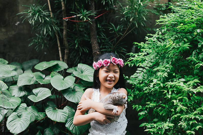 Girl portrait with slow loris in the open zoo by Nabi Tang for Stocksy United