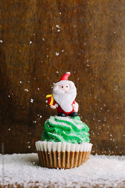 christmas cupcake by Maa Hoo for Stocksy United