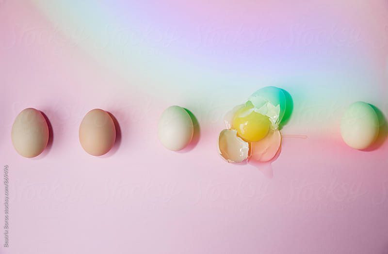 5 eggs in a line, one is broken by Beatrix Boros for Stocksy United