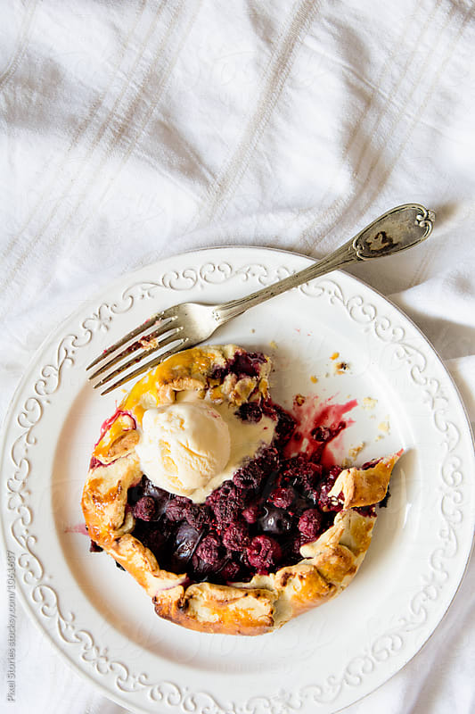 Summer fruit galette by Pixel Stories for Stocksy United