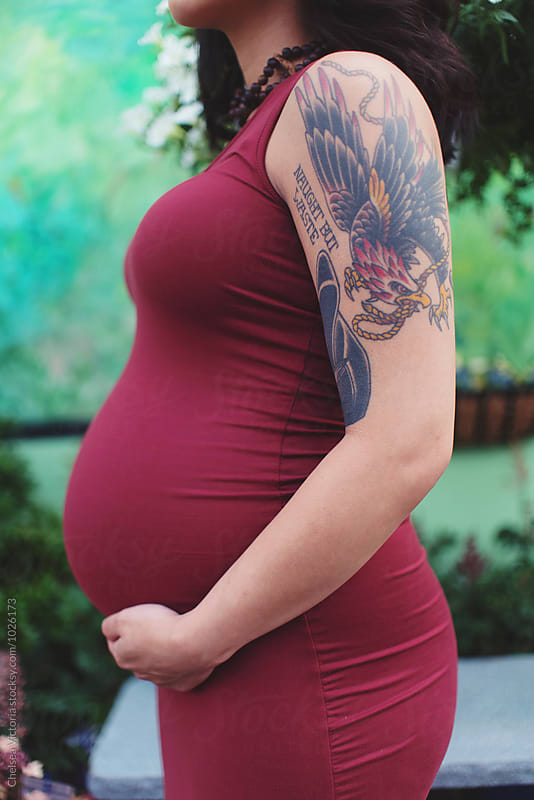 A pregnant woman in her twenties by Chelsea Victoria for Stocksy United