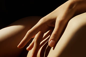 d46e8fca74322f Sonja Lekovic · hand touching the body closeup