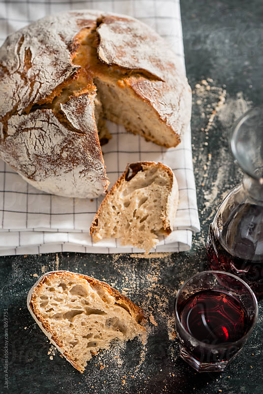 No-knead bread sliced by Laura Adani for Stocksy United