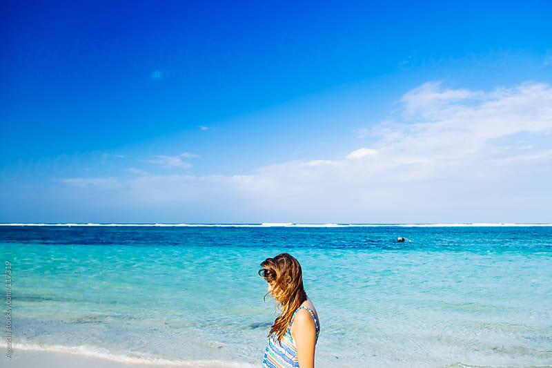 Girl y the Sea by Agencia for Stocksy United