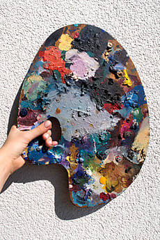 cec5e2f85140f6 Painting Palette In Hand