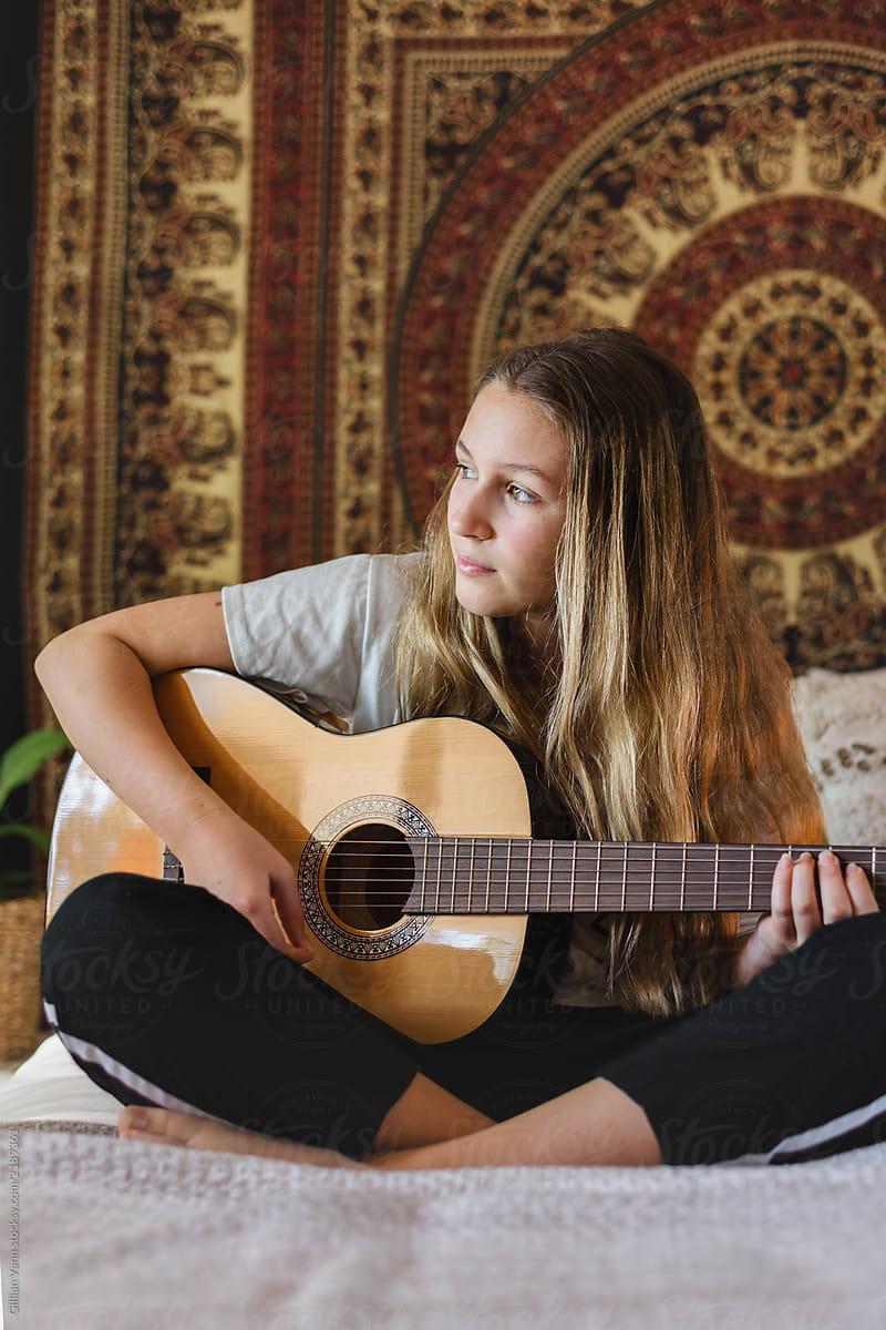 4668b970a938 Teen In Her Bedroom