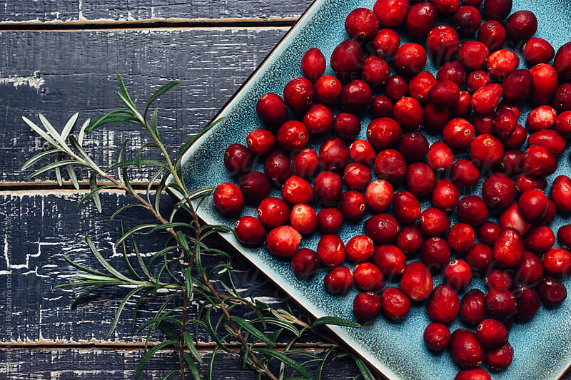 Fresh cranberries from above by Gabriel (Gabi) Bucataru for Stocksy United