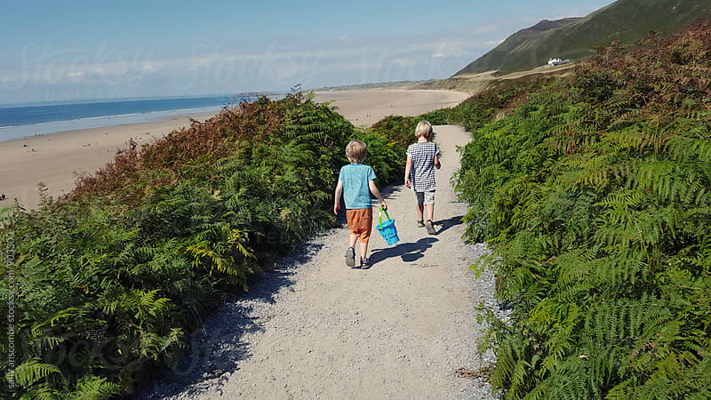 Children walking to the beach by sally anscombe for Stocksy United