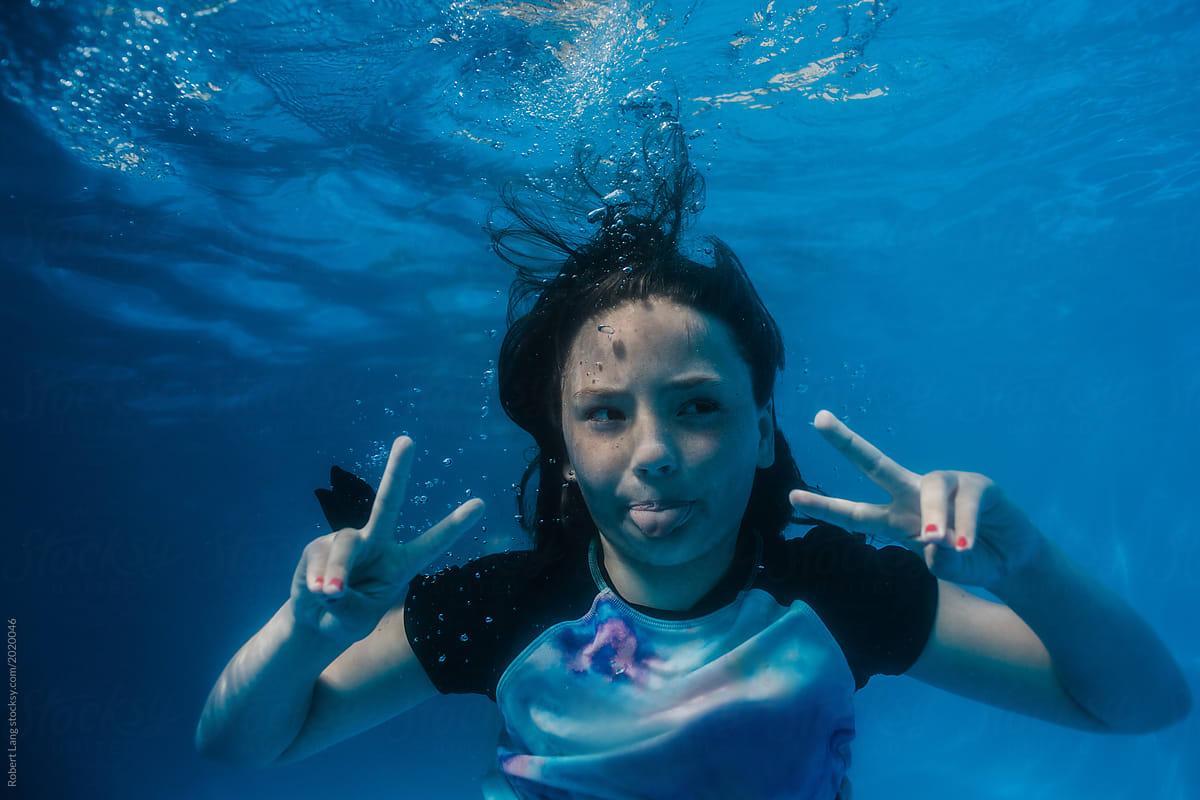 Anime Girl Drowning In Pool  Hot Girl Hd Wallpaper-4707