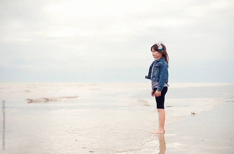 Young girl looking out to sea by CHRISTINA K for Stocksy United
