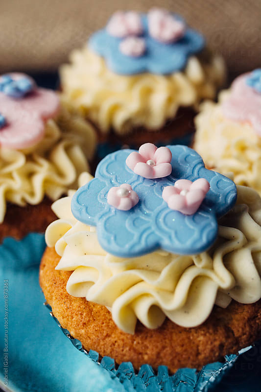 Vanilla cupcakes with flower decorations by Gabriel (Gabi) Bucataru for Stocksy United