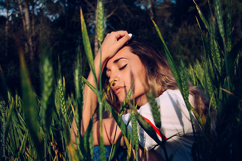 Relaxed woman sitting in the field