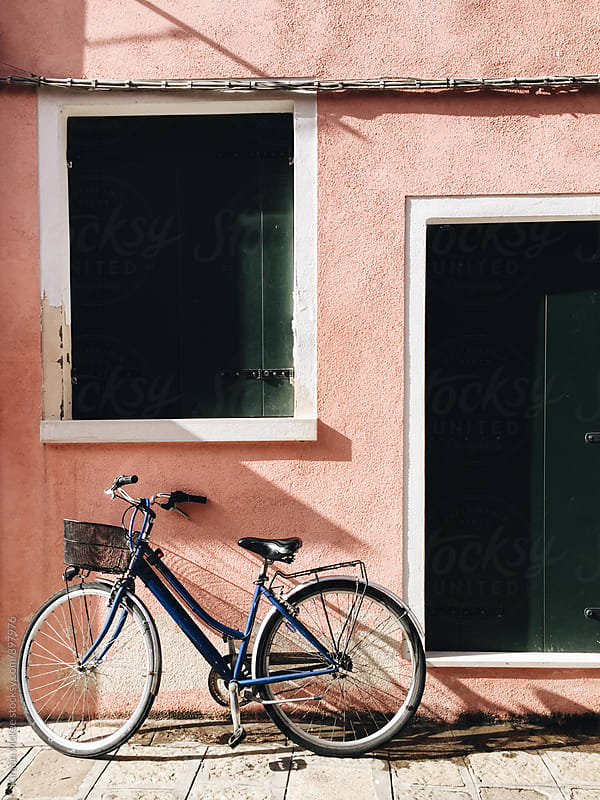 Bicycle outside pink house in Burano, Venice by Kirstin Mckee for Stocksy United