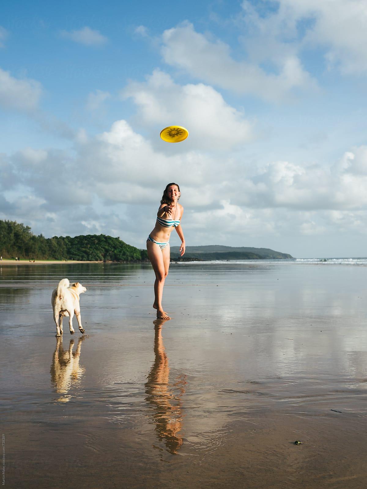 Girls beach naked Nude Amateur