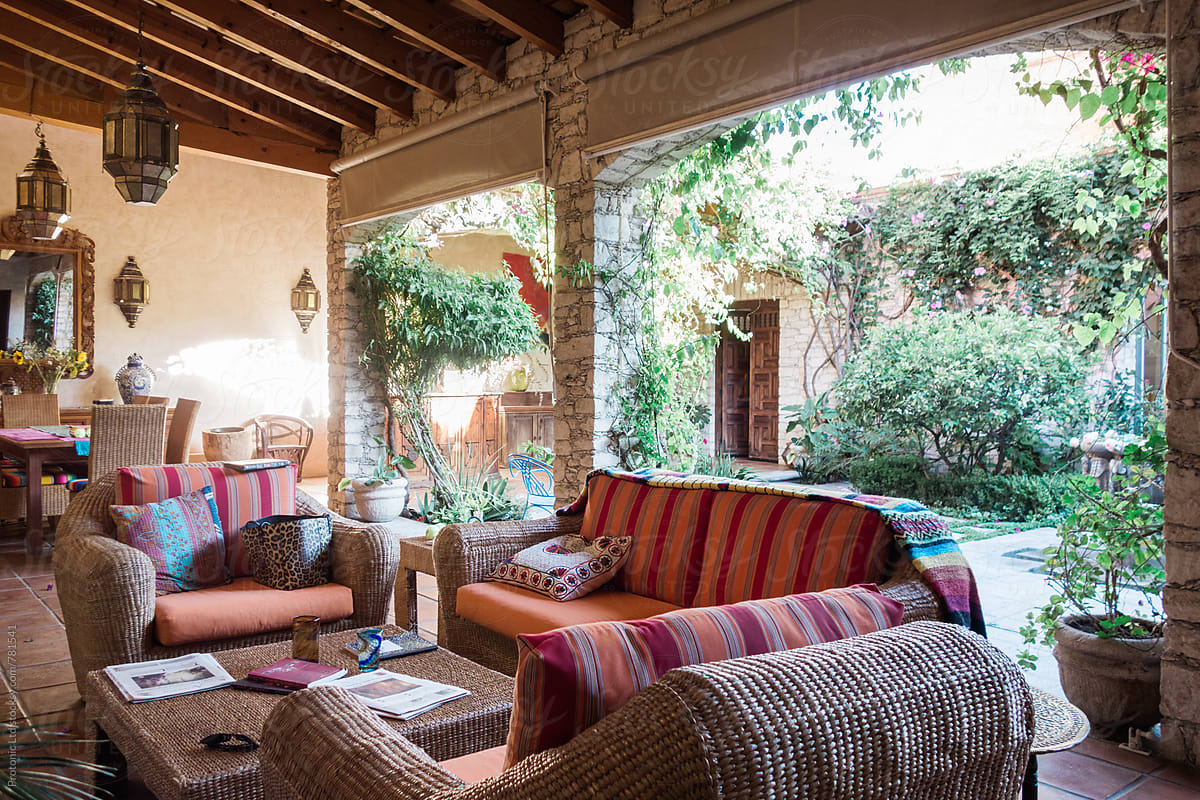 Open luxury living room in Mexican hacienda style by Per ...