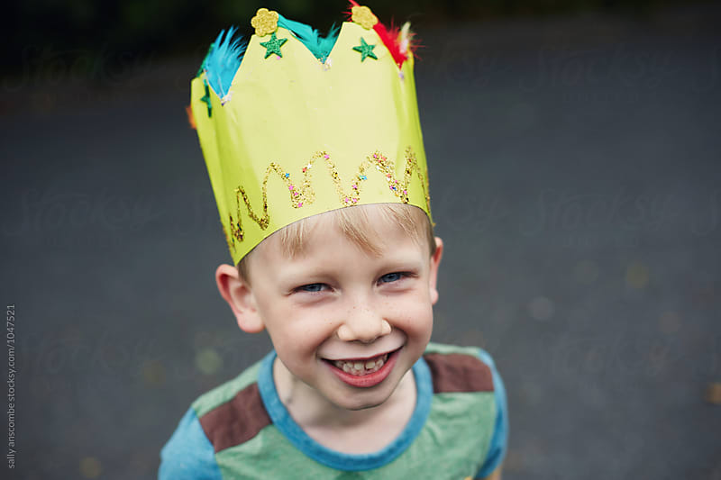 Happy smiling child wearing a crown by sally anscombe for Stocksy United