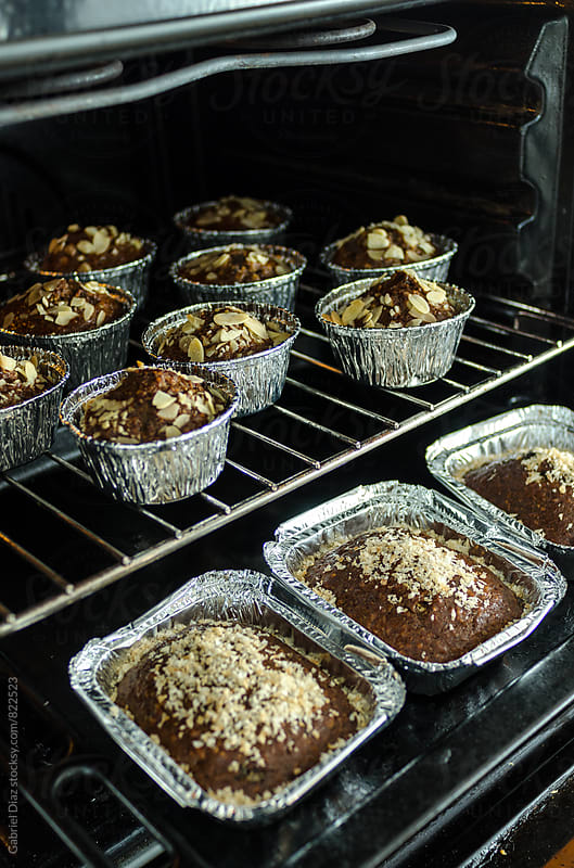 Delicious muffin cakes on cooling rack by Gabriel Diaz for Stocksy United