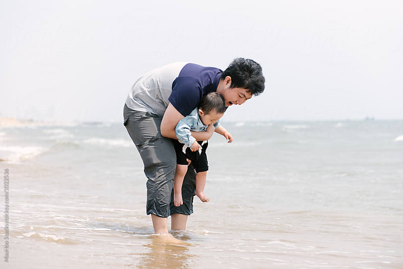 Father and his infant boy on the seaside by Maa Hoo for Stocksy United