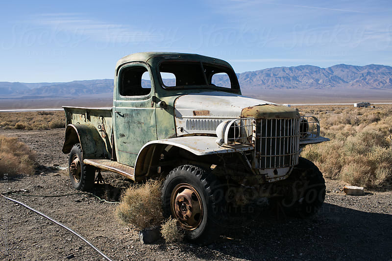 Abandoned truck in the desert by Simone Anne for Stocksy United
