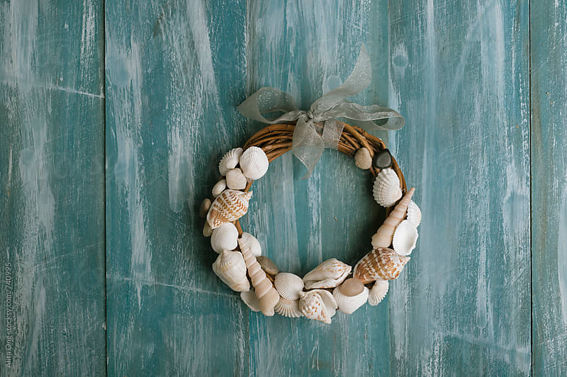 DIY beach cabin wreath by Alita Ong for Stocksy United