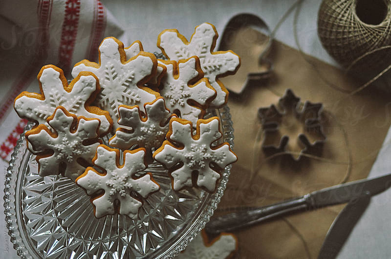 Cokkies on the crystal plate by Jovana Vukotic for Stocksy United