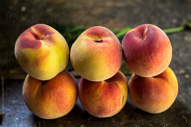 Fresh peaches by Viktorné Lupaneszku for Stocksy United