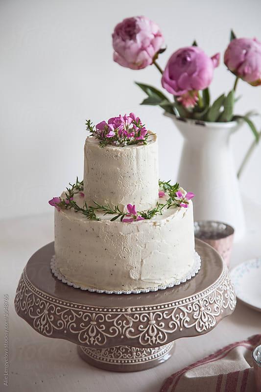 Wedding Cake by Alie Lengyelova for Stocksy United