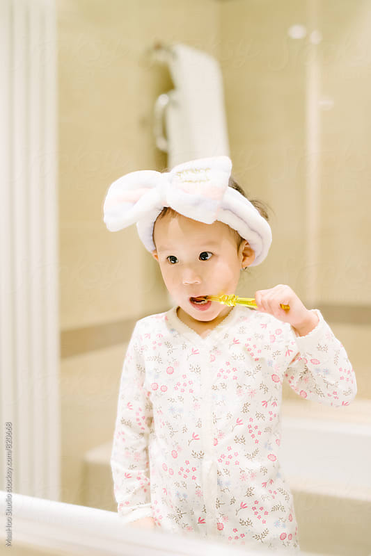 Toddler brushing her teeth by Maa Hoo for Stocksy United