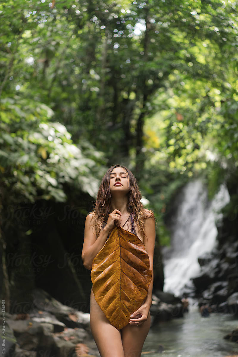 Young Naked Woman Standing With Closed Eyes In Jungle -3462