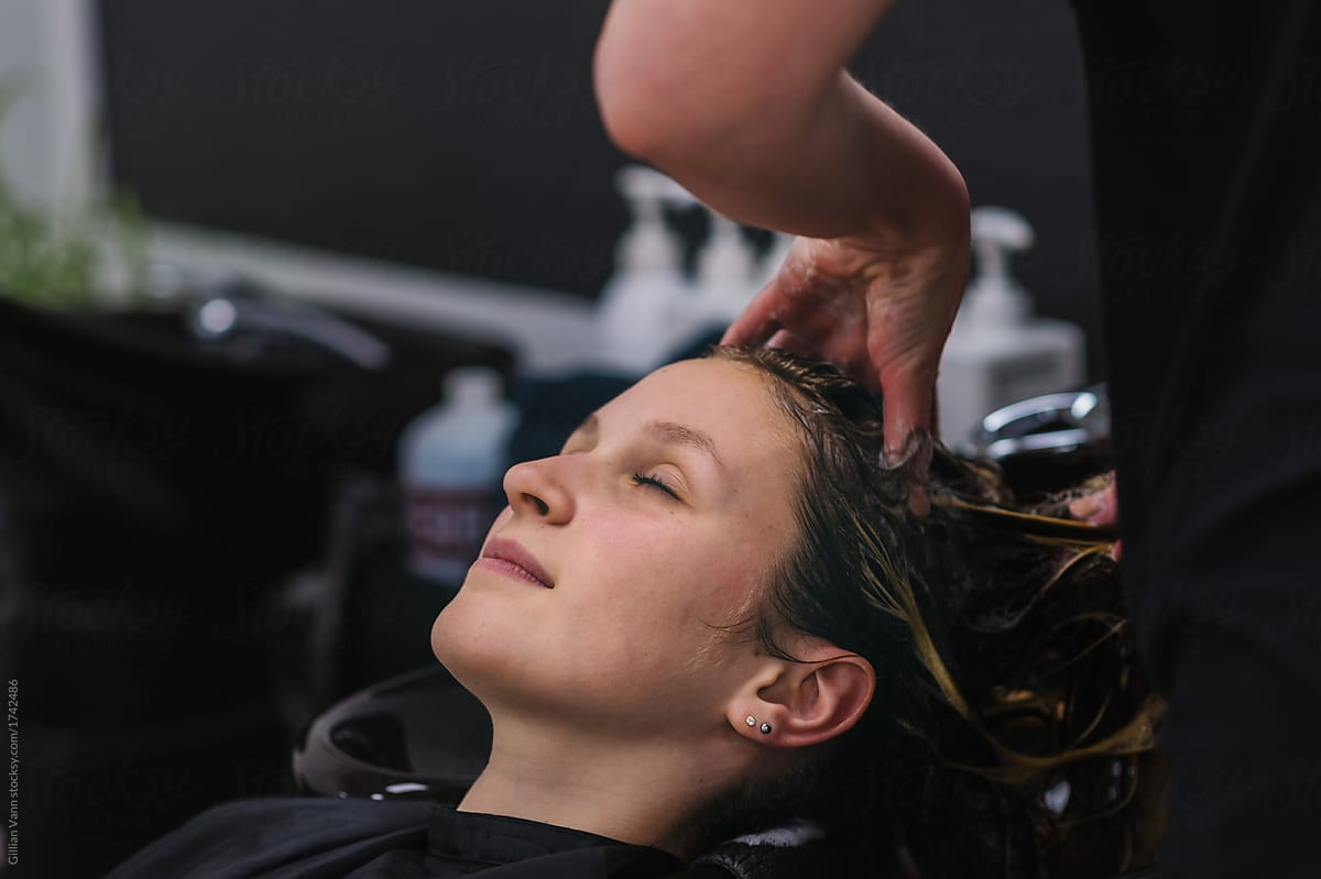 2ffb1178c478 Teen Girl At The Hairdresser