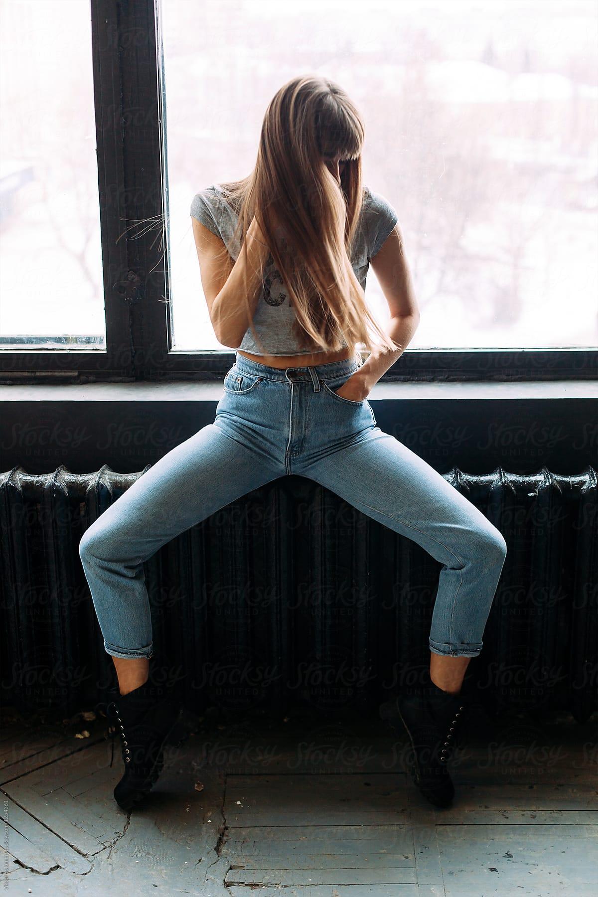 Girls fucking in weird position
