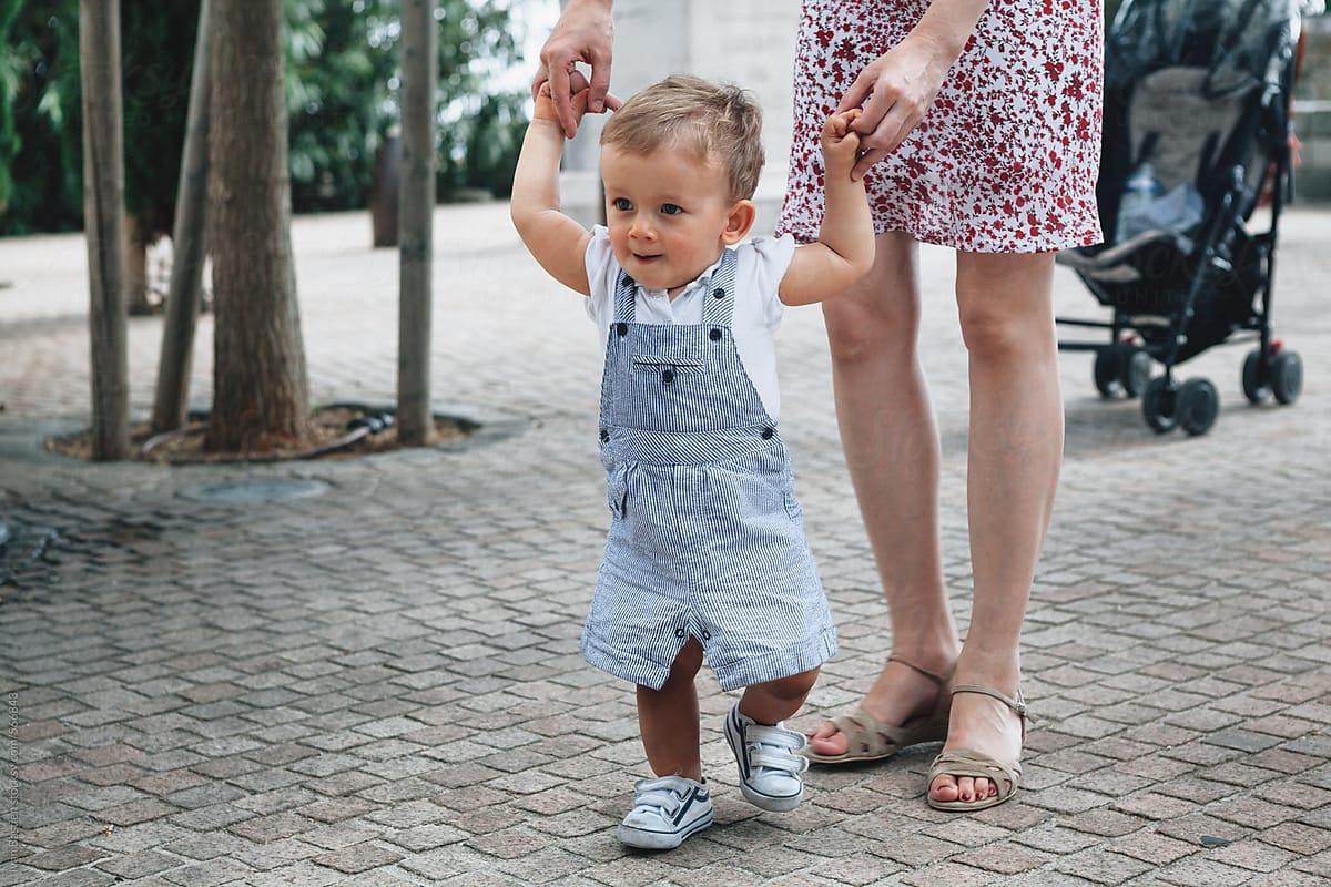 3 мифа о том, как ребенок учится ходить