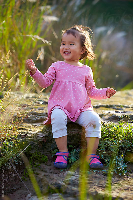 lovely little asian girl outdoor  by Bo Bo for Stocksy United