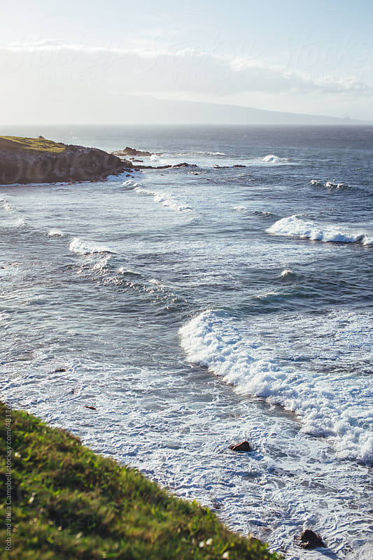 Scenic view of waves breaking on maui nrth shore by Rob and Julia Campbell for Stocksy United