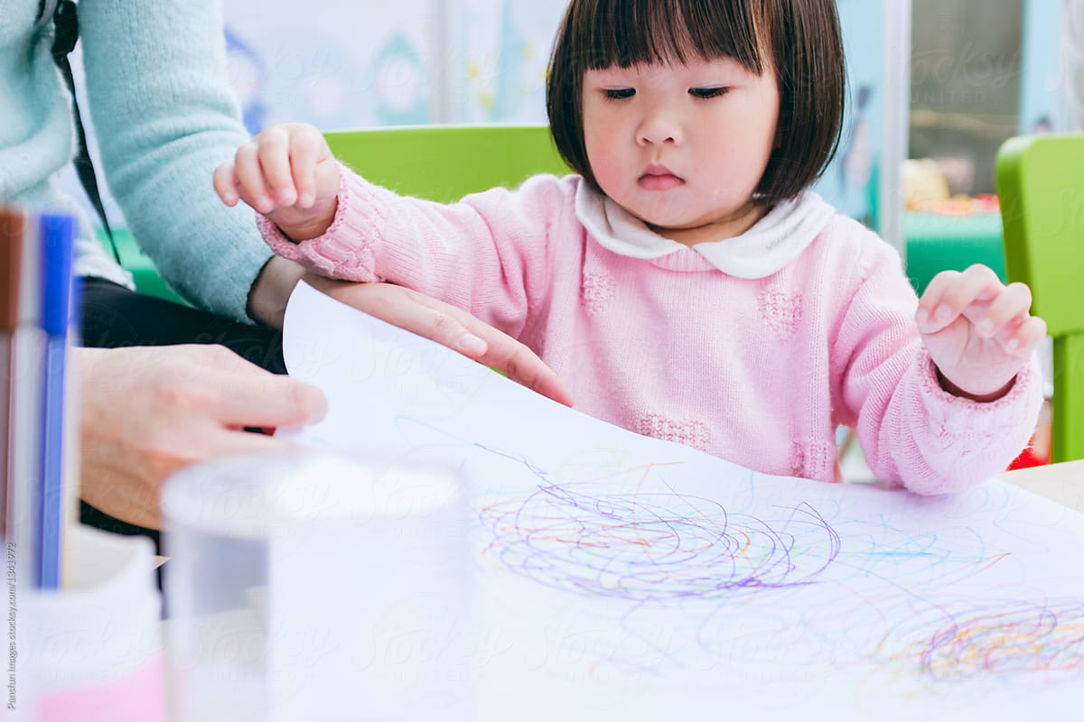 Cute Asia Little Girl Learning Drawing By Pansfun Images