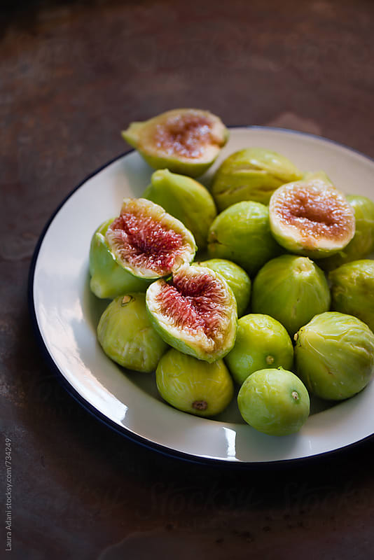 fresh green figs by Laura Adani for Stocksy United