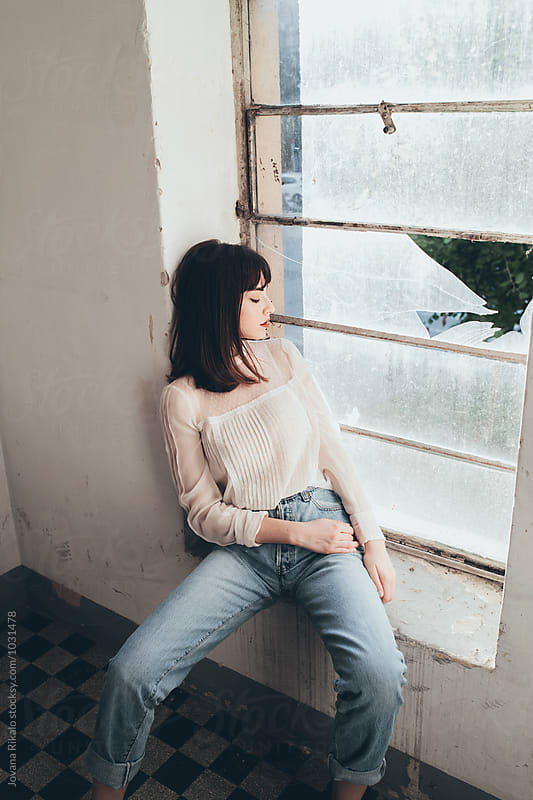 Fashionable young woman  by Jovana Rikalo for Stocksy United