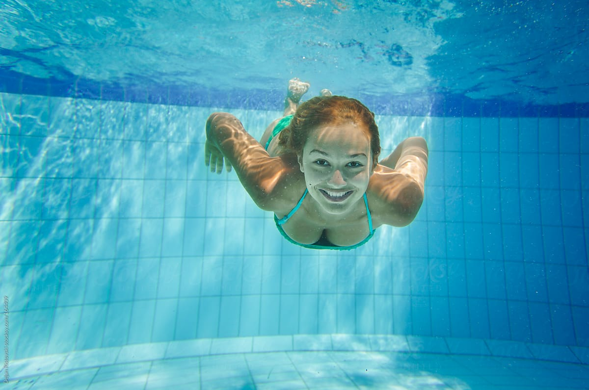 Download Beautiful Girl Diving Into The Swimming Pool -2634