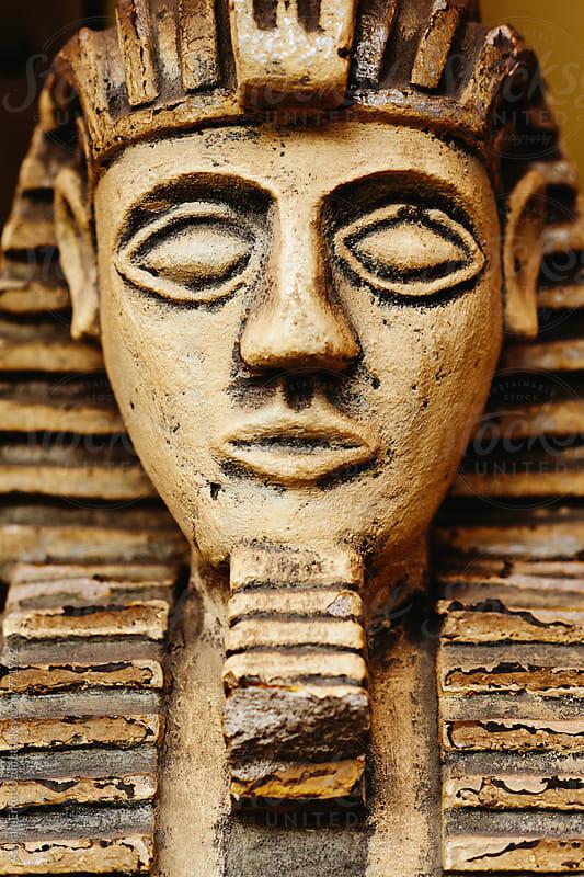 fake egyptian statue by Atakan-Erkut Uzun for Stocksy United