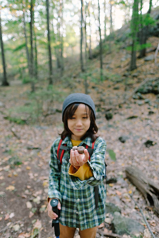 Young boy proudly shows acorns he found on hike by kelli kim for Stocksy United