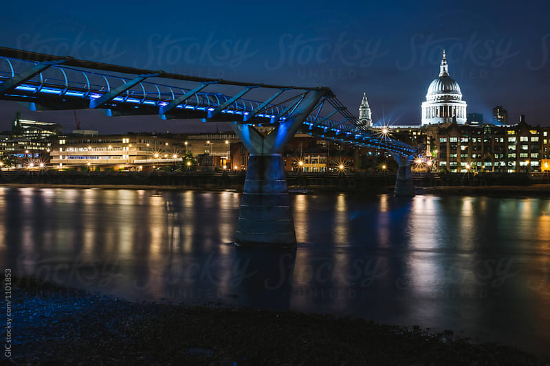 London by night by Simone Becchetti for Stocksy United