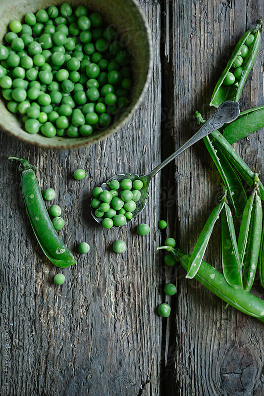 Shelling peas.  by Darren Muir for Stocksy United