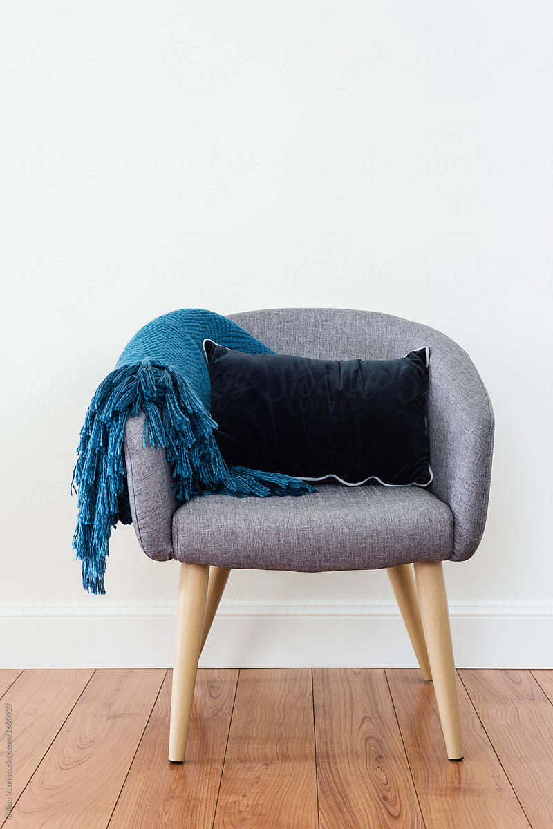 tub chair with cushion and throw rug