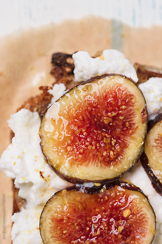figs on ricotta cheese  by Juri Pozzi for Stocksy United