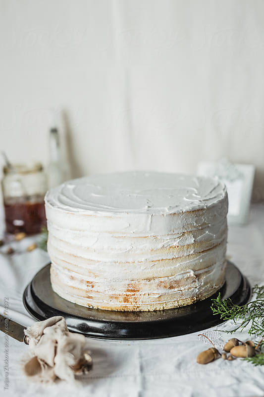 Making naked cake by Tatjana Ristanic for Stocksy United
