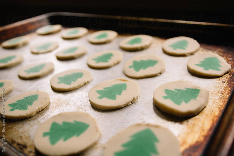 Christmas tree cookies in a baking tray by Gabriel (Gabi) Bucataru for Stocksy United
