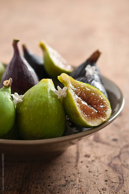 figs in a plate by Laura Adani for Stocksy United