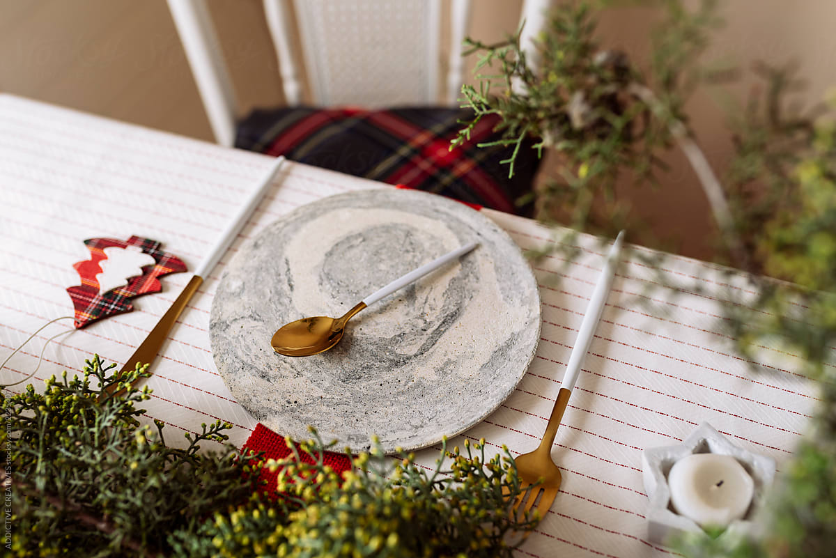 Christmas Table Settings With Pine Garland Red And White Decora