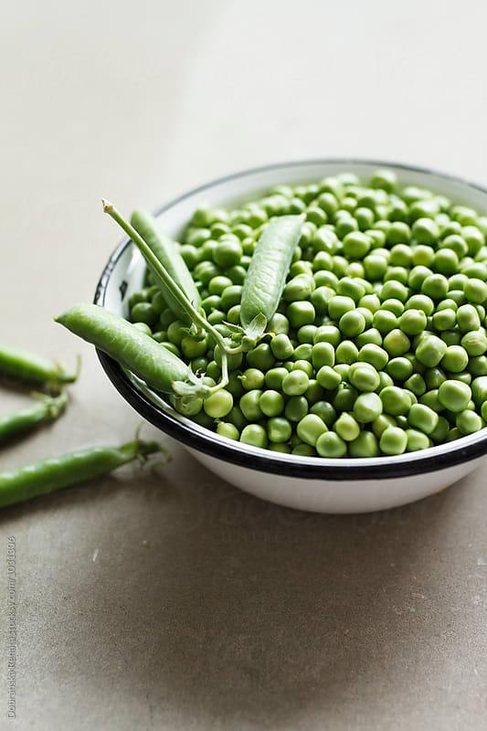 Fresh peas and pods by Dobránska Renáta for Stocksy United